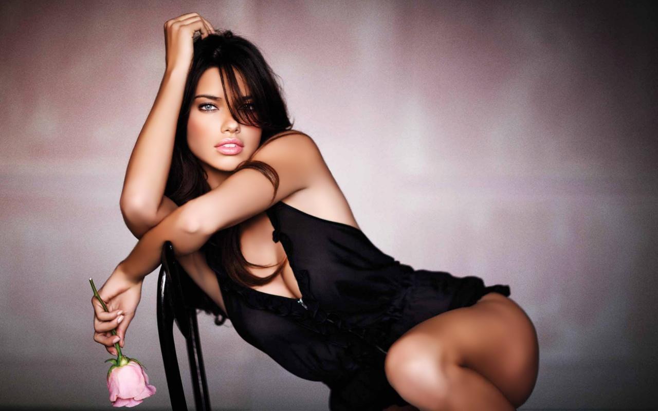http://4.bp.blogspot.com/-mXFt1k7-lZ8/TpILJEb7TGI/AAAAAAAAGYs/Lmz97crMktY/s1600/adriana-lima-sexy-wallpaper-1280x800.jpg