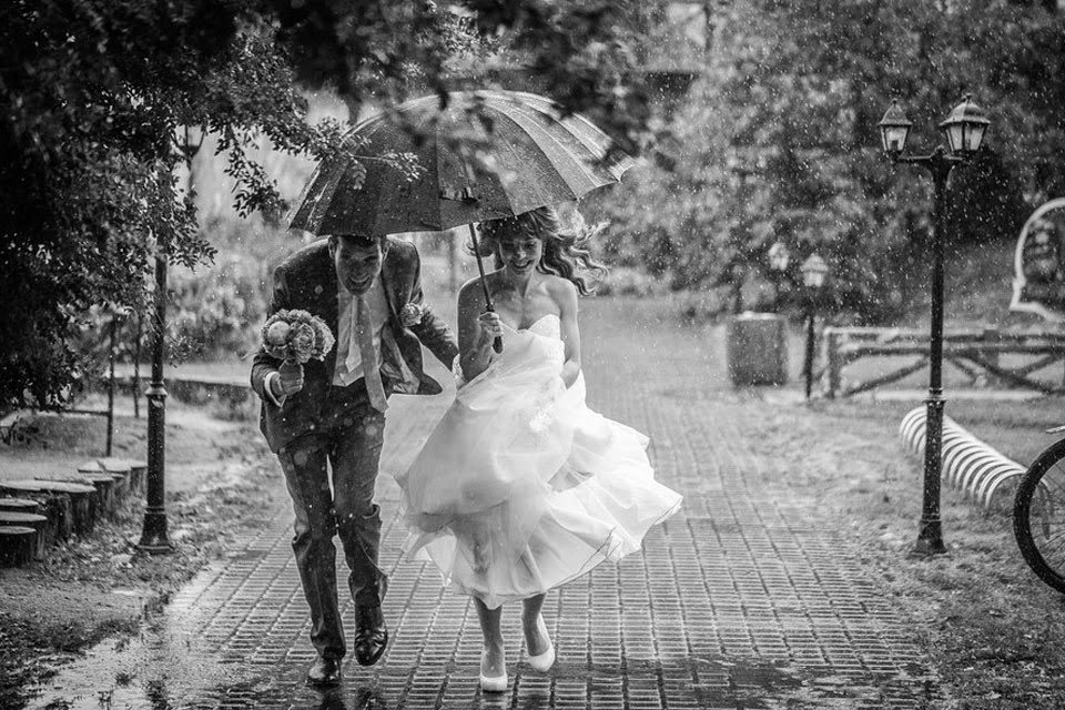 Bộ ảnh tình yêu dưới mưa khiến người xem ngỡ ngàng