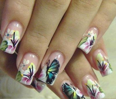 uñas pintadas flores y mariposas