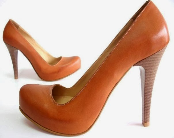 Amazing From A Shoe Designer Point Of View, As The Heels Are Growing Lower And Chunkier In The Past Seasons, Its No Surprise To Introduce A New Toe Box Shape To Match With It On The Runway Of FallWinter 20142015  Square Toe Trend For