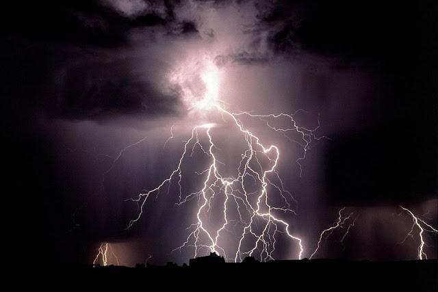 http://4.bp.blogspot.com/-mXj0-XvDdjI/T9CXuXQLqlI/AAAAAAAACOg/rVExAgd3l_Q/s1600/tn_thunder1+(14).jpg