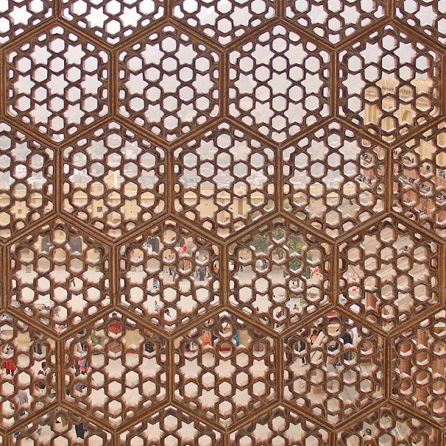 Fenêtre finement sculptée au palais d'Amber