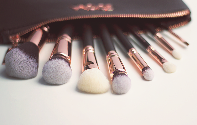 zoeva rose gold brush set. zoeva rose golden luxury set, gold brushes, brush set