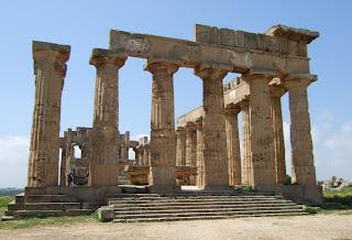 Ostseite des Tempels E von Selinunt