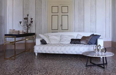sala con sofa cuero