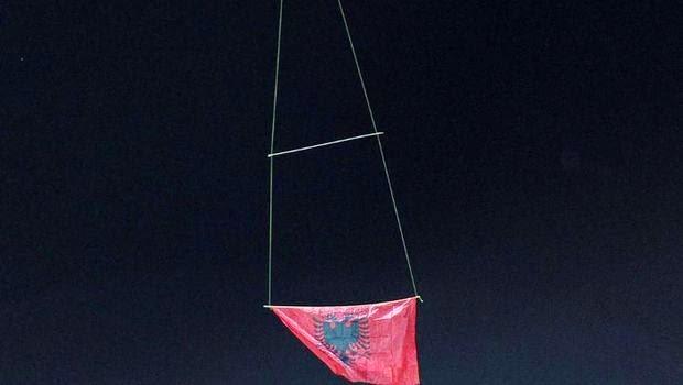 Ξανά πέταξε η αλβανική σημαία μέσα σε γήπεδο!!!