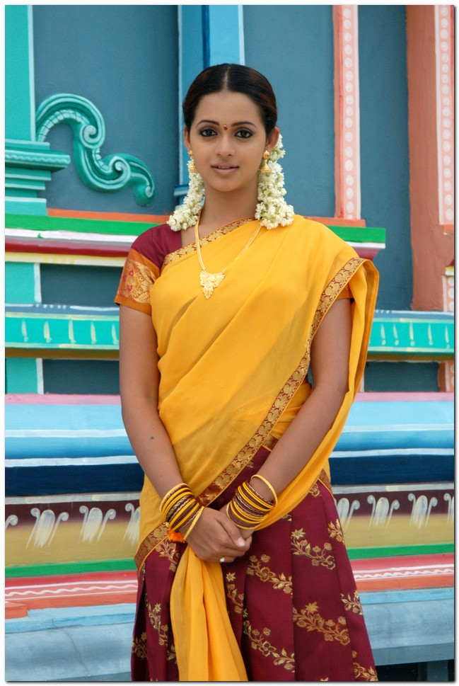 Tollywood actor and actress wallpaperskollywoodhollywoodbollywood bhavana latest cute stills altavistaventures Gallery