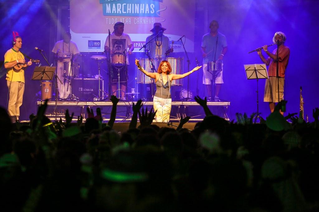 Rio Marchinhas 2014: Teresa Cristina, o Grupo Semente e o povaréu da Praça Tiradentes. Foto: Páprica Fotografia
