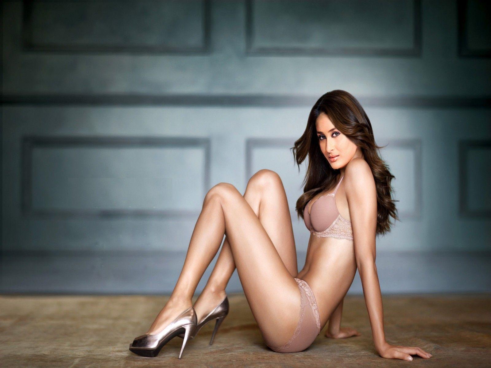 kareena Kapoor Topless Naked Bikini Photos