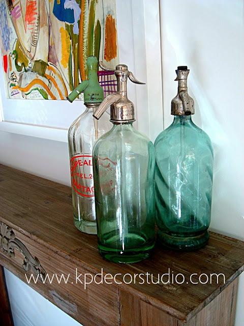 Botellas antiguas de cristal con sifones antiguos