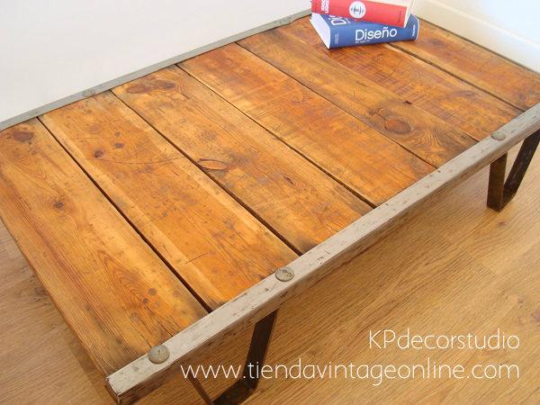 Mobiliario industrial antiguo para decoración. mesitas vintage online valencia