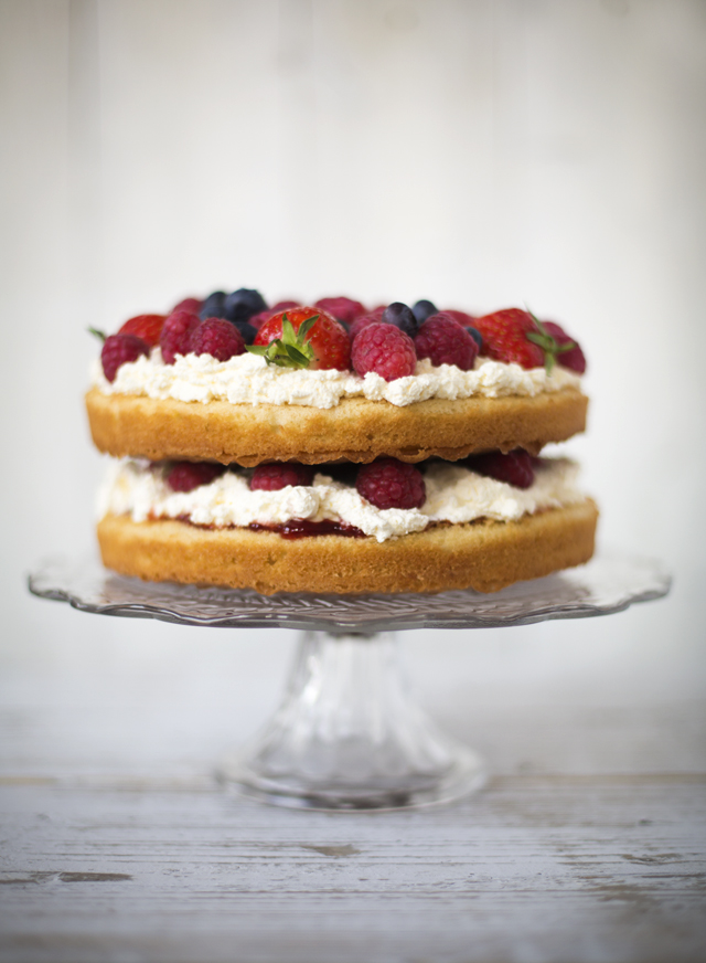 Summer fruit sponge cake photography by hew design.co.uk