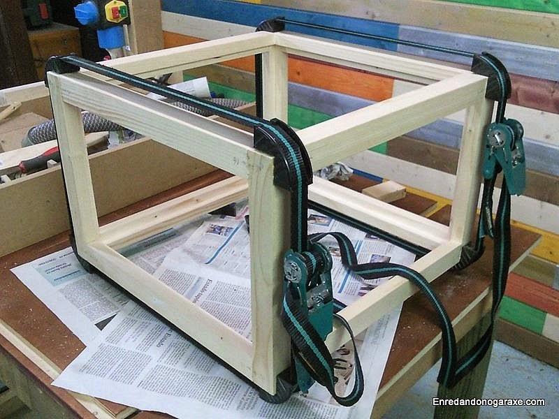 Encolar y sujetar con cinchas de apriete. www.enredandonogaraxe.com