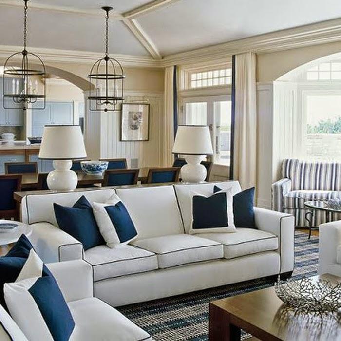 Ekskluzywne wnętrze ze stylową sofą w salonie na tle jadalni