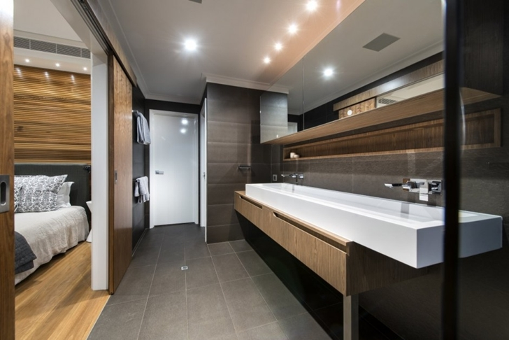 Modern bathroom in The Warehaus by Residential Attitudes