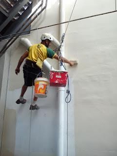 Aplicación de pintura en fachadas