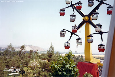 Galaxy Ferris Wheel Magic Mountain buckets Valencia park 1975