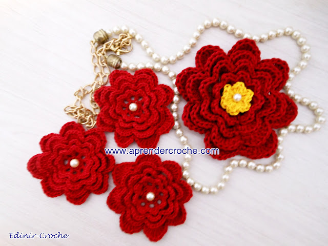 crochet flowers for musketeer Aramis
