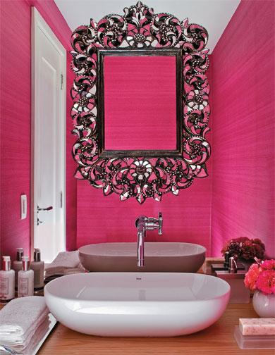 Bricolage e Decoração Parede Decorada com Espelhos Refletindo continuidade  -> Cuba Para Banheiro Rosa