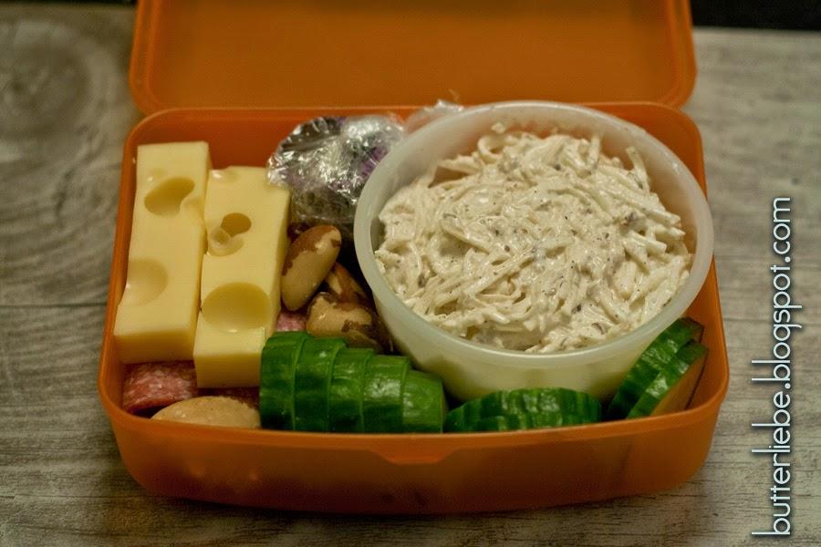 Lunchbox, Bento, LCHF, Käse, Salami, Paranüsse, Schoko-Fatbomb, Waldorfsalat, Gurke