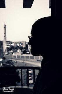 وبى أمل يأتى و يذهب , ولكنى لن أودعه - محمود درويش