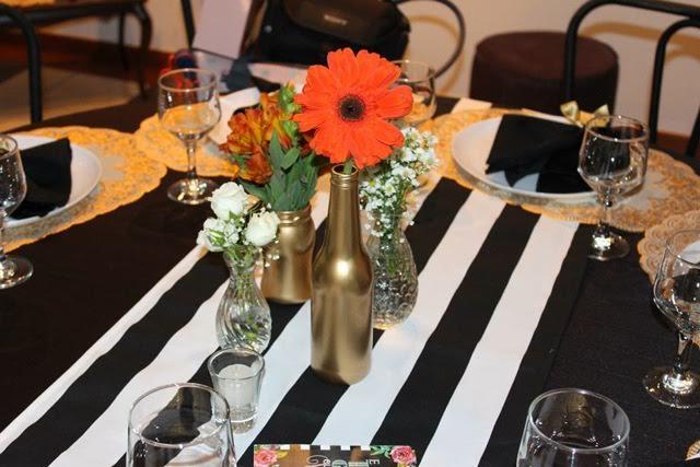 decoração, noivado, real, preto e branco, dourado, mesa do bolo, garrafinha