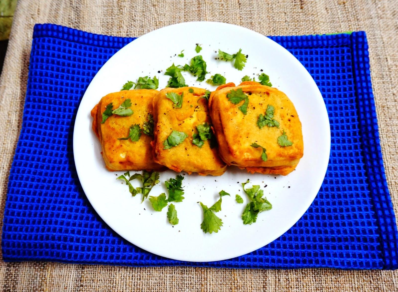 Paneer Pakora, Cottage cheese fritters, Indian street food, breakfast, vegetarian, snack