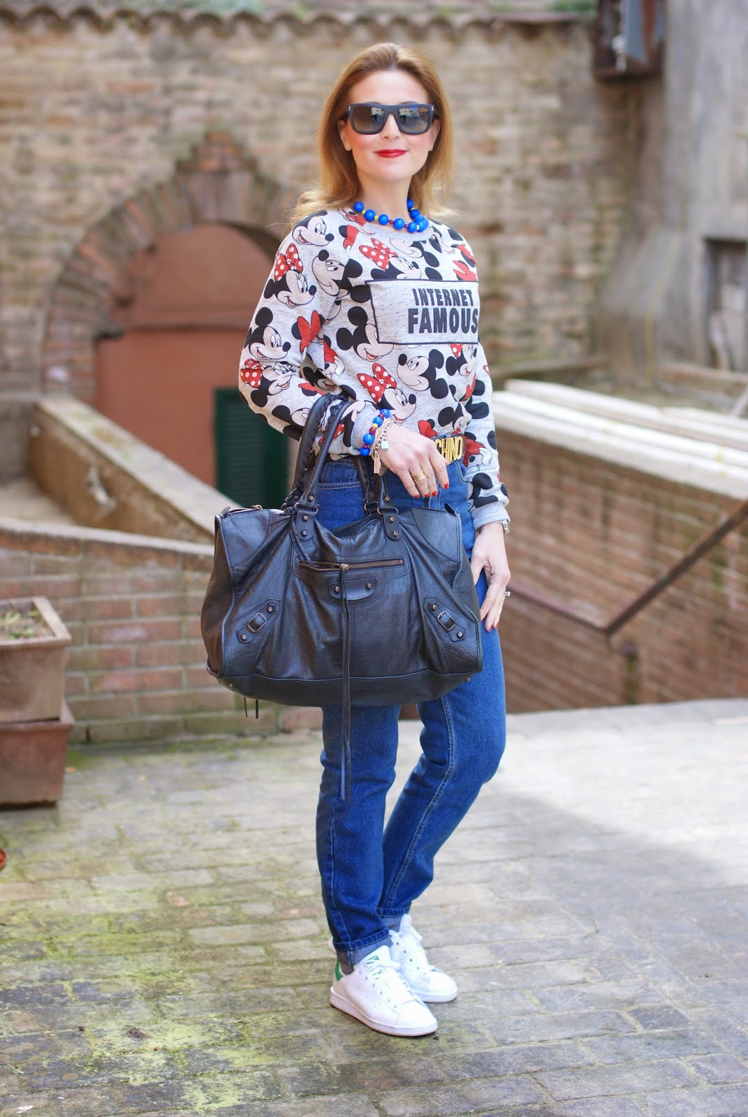 80s inspired look, zaful jeans, stan smith with 80s look, internet famous bershka top, high waisted jeans, balenciaga work bag, mickey mouse top, Fashion and Cookies, fashion blogger