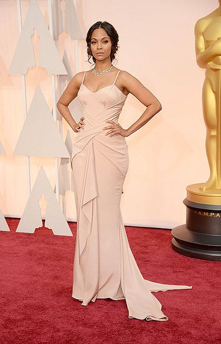 Зоуи Салдана в телесна рокля с драперии на Оскари 2015