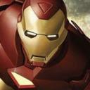 foto pequeña de un hombre que se ha hecho el mismo el disfraz de Ironman