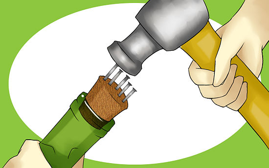 как открыть бутылку без штопора молотком