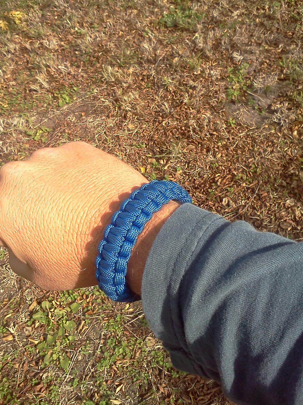 TIPS AND TRICKS: HOW TO MAKE A SURVIVAL BRACELET