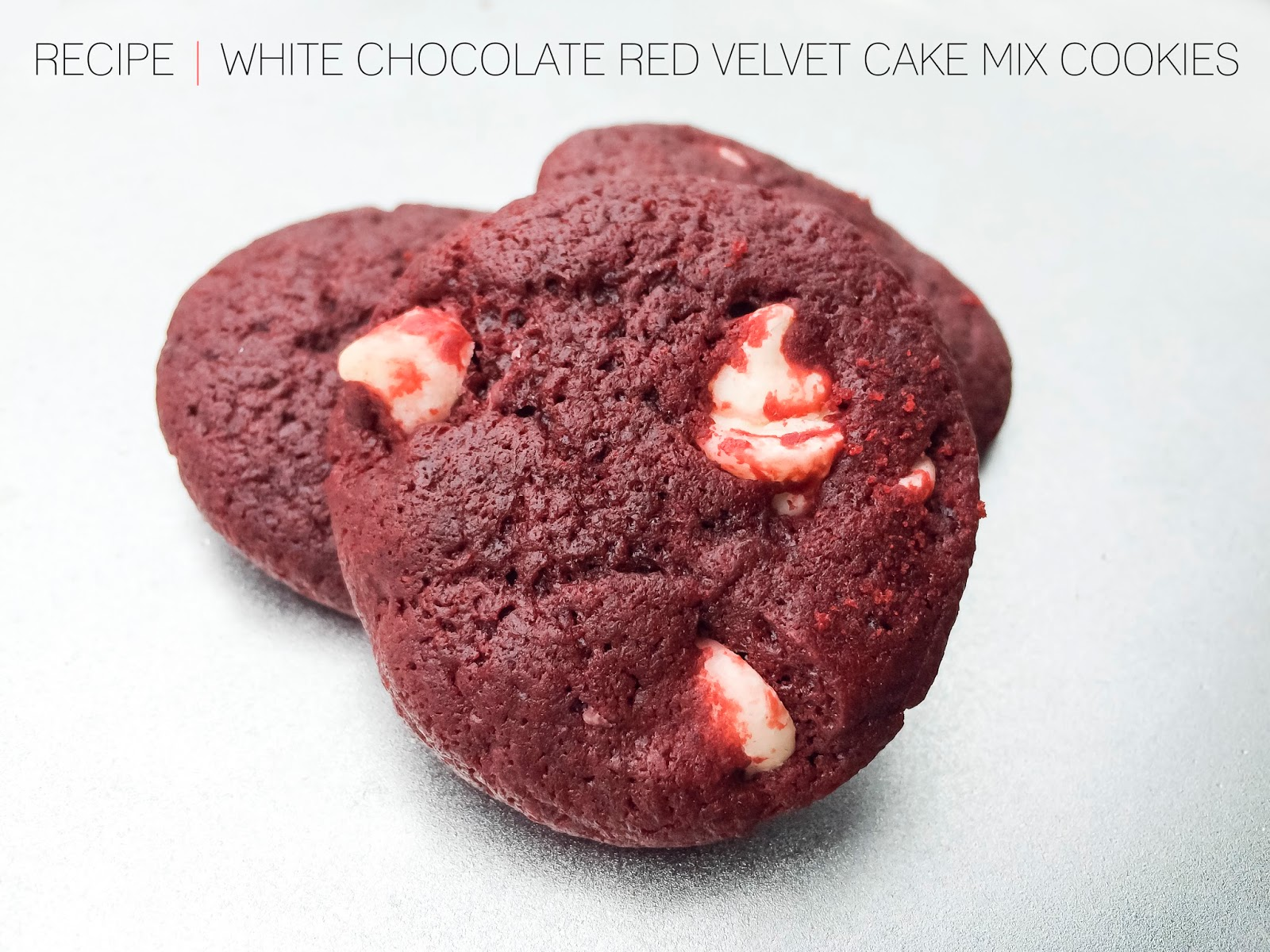 http://4.bp.blogspot.com/-mcHpAPIYVnE/VKTEg_7LkoI/AAAAAAAAD5w/7Gjt1fjTwzI/s1600/cafe_craftea_recipe_white_chocolate_red_velvet_cake_mix_cookies_title.jpg