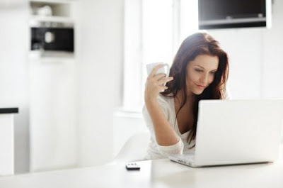 Online Dating Tips For Smart Women - woman using laptop computer