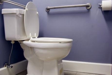 toilet meledak