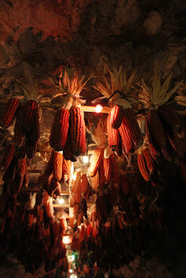 Mais-Dekoration auf dem Weihnachtsmarkt