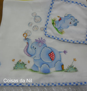 elefantes pintados em tecido