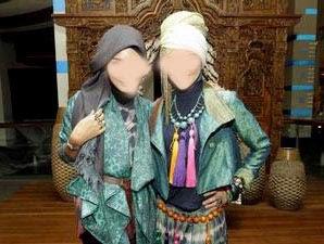 Gambar-gambar berikut ini merupakan contoh jilbab syuhrah . Sumber ...