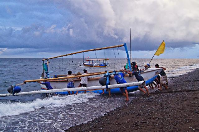barco tipico de Bali
