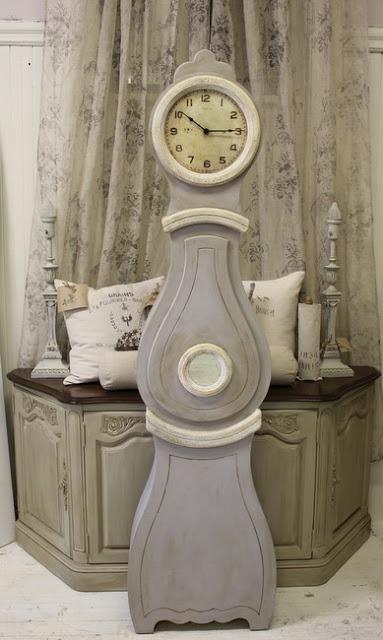 Maison Decor About Mora Clocks