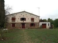 La masia de Cal Joan amb la façana principal ben original