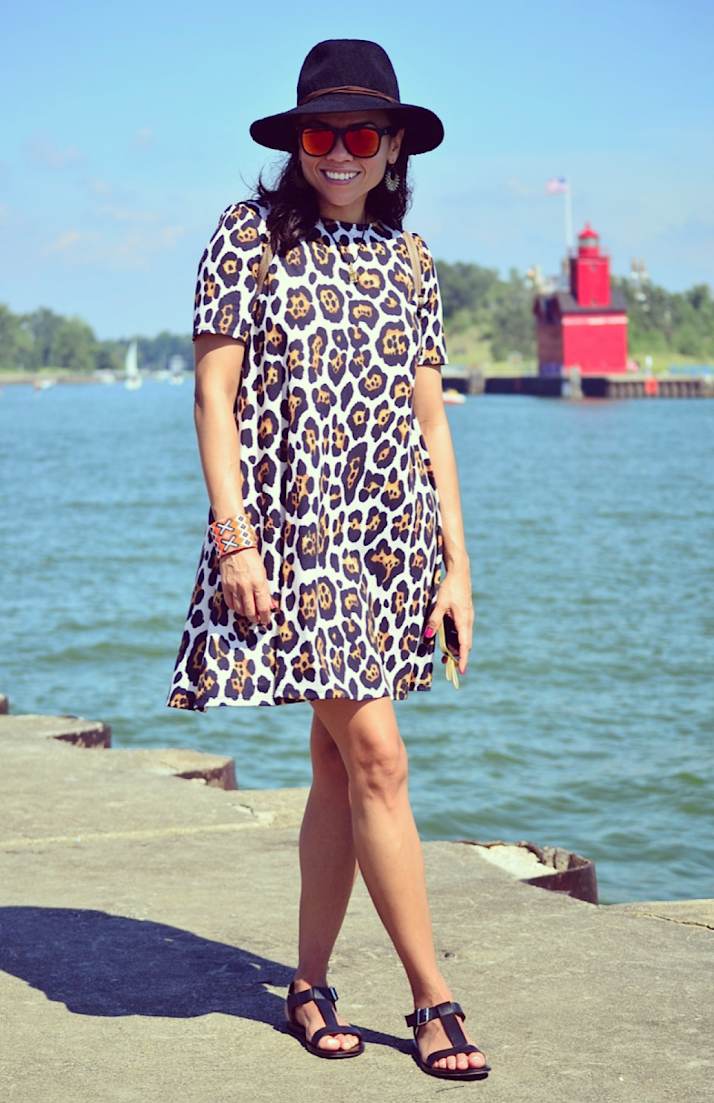 How to wear leopard dress