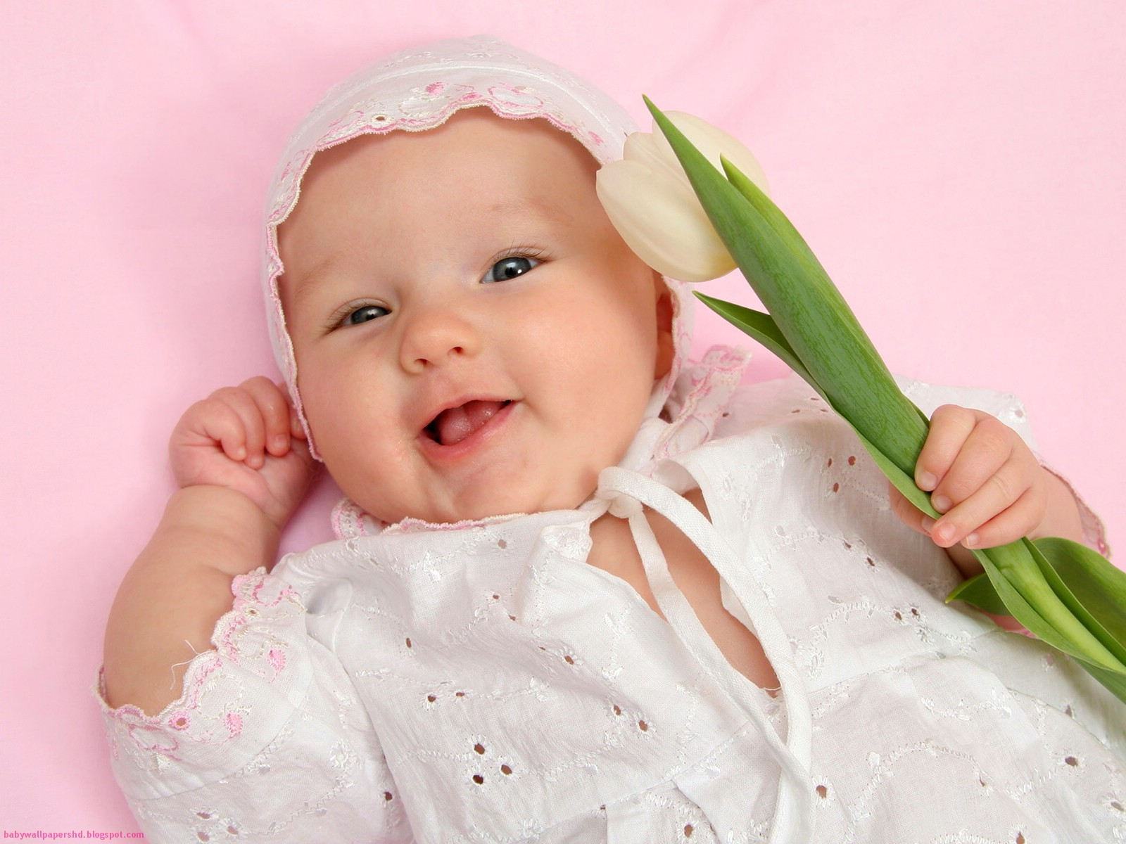 http://4.bp.blogspot.com/-mdTlZb7t474/TmUEuEokLCI/AAAAAAAAFBc/M0mGDPH4uVY/s1600/Cute+baby+girl+wallpapers+for+facebook2.jpg