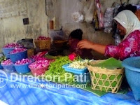 Kamis Malam Jumat, Pedagang Bunga di Pati Laris Manis