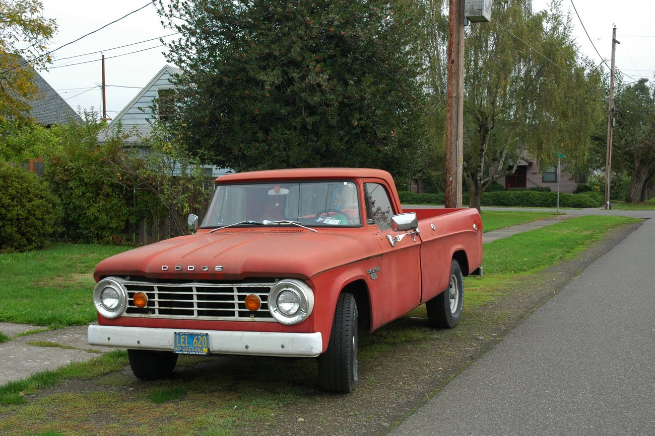 2012 Chrysler 200 Grill >> OLD PARKED CARS.: 1967 Dodge D200.