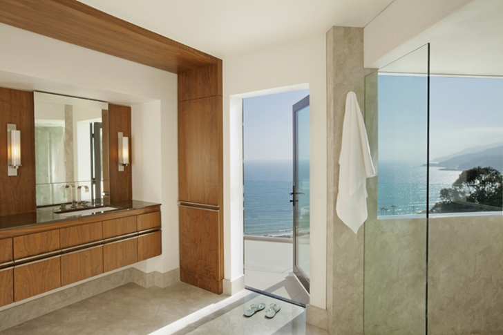 Bathroom in Ravello Residence by Shubin + Donaldson Architects