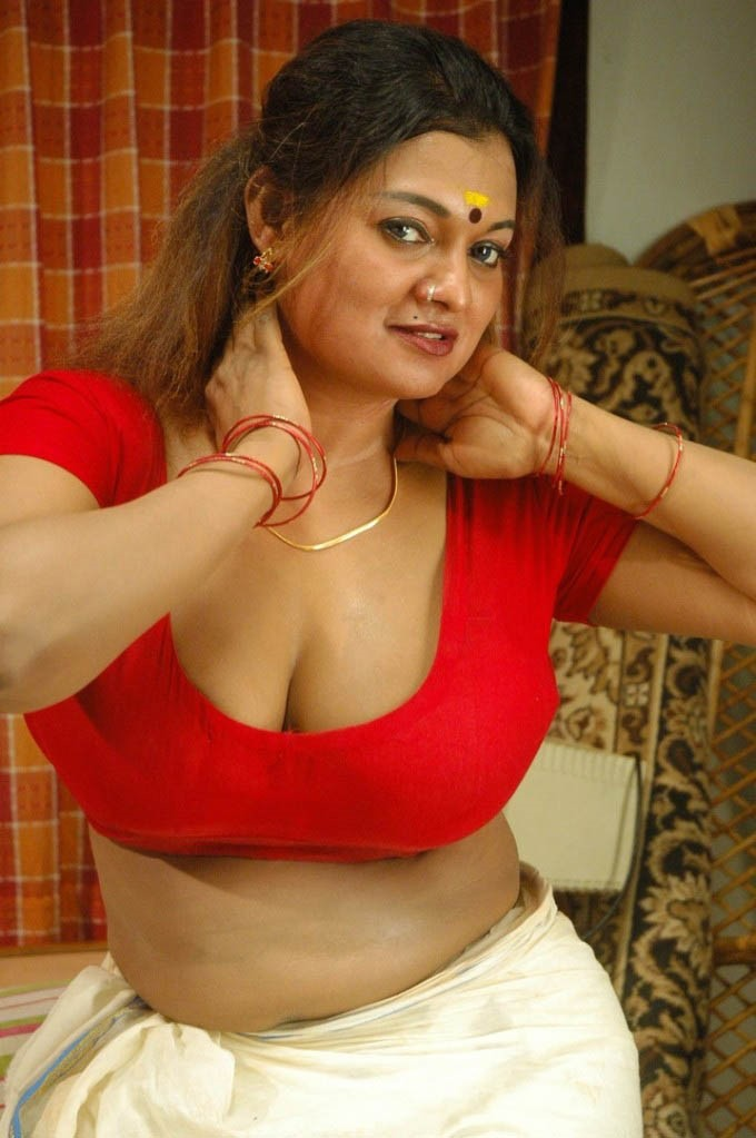 Thappu Tamil Movie Hot Cleavage Photo Gallery Sexy Photos