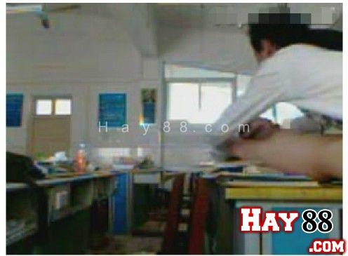 clip-sex-9x-lam-tinh-tren-lop-hoc-o-Trung-Quoc