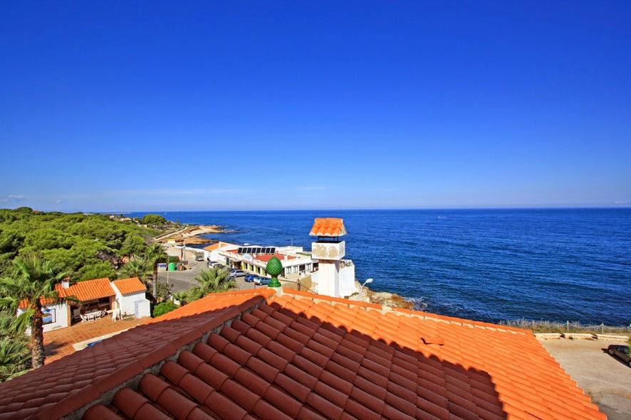 Herrliche Villa in erster Linie der Küste von Denia, Costa Blanca, Alicante.