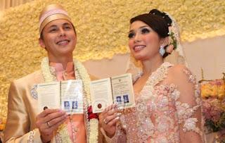 Foto pernikahan Andika Pratama dan Ussy Sulistiawati